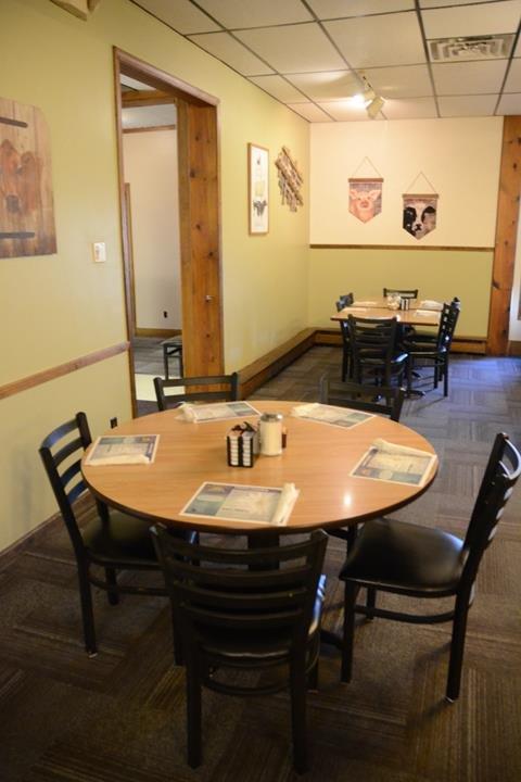 Richards Restaurant: 1615 N Meridian St, Portland, IN