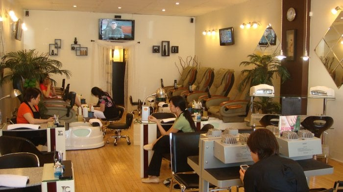 Ongles Katie: 5342 Chemin Queen-Mary, Montreal, QC