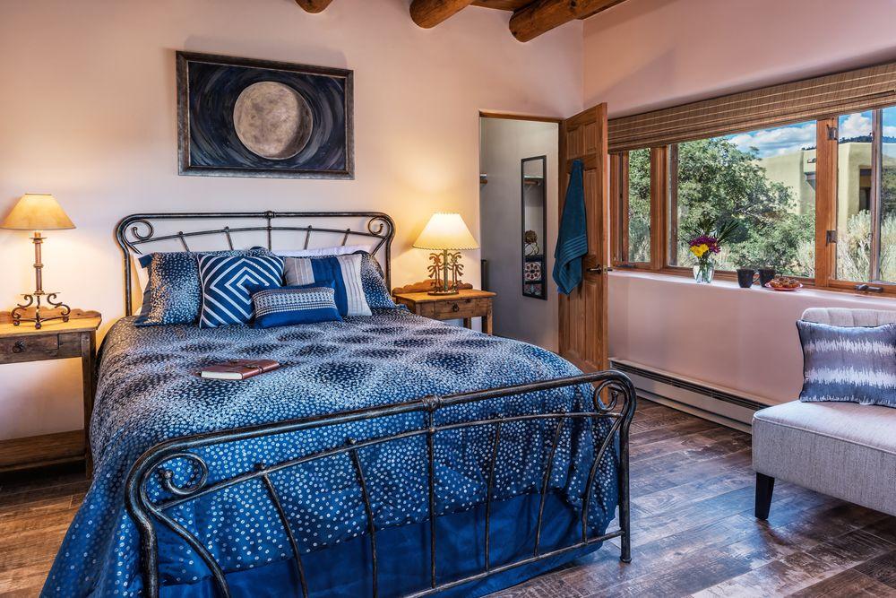 The Bobcat Inn: 442 Old Las Vegas Hwy, Santa Fe, NM