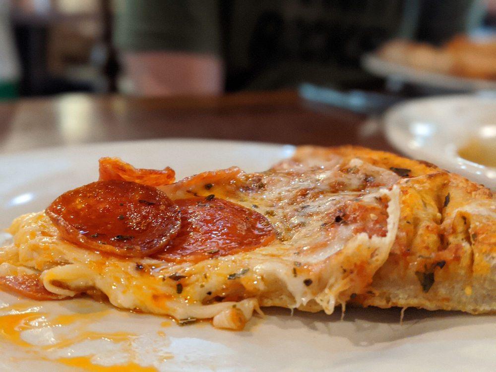Gina's Italian Kitchen & Pizzeria: 129 W Parkwood Ave, Friendswood, TX