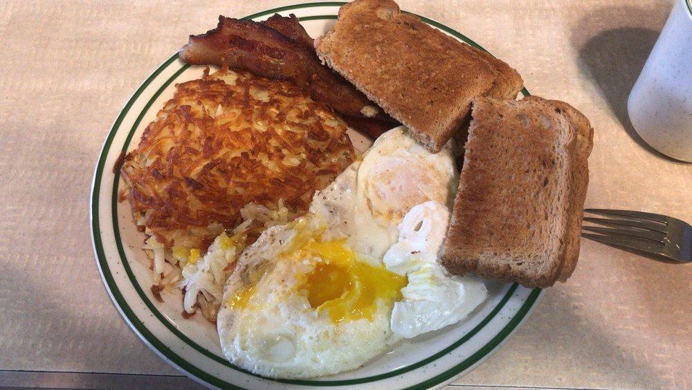 Mr & Mrs J's Restaurant: 318 Frontage Rd, Devils Lake, ND
