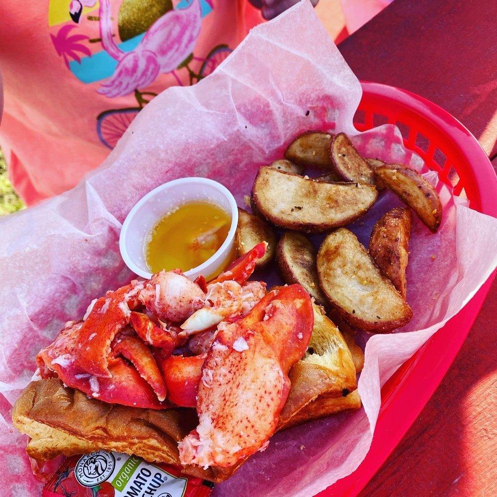 Joe Loves Lobster Rolls: 3148 George Ii Hwy, Southport, NC