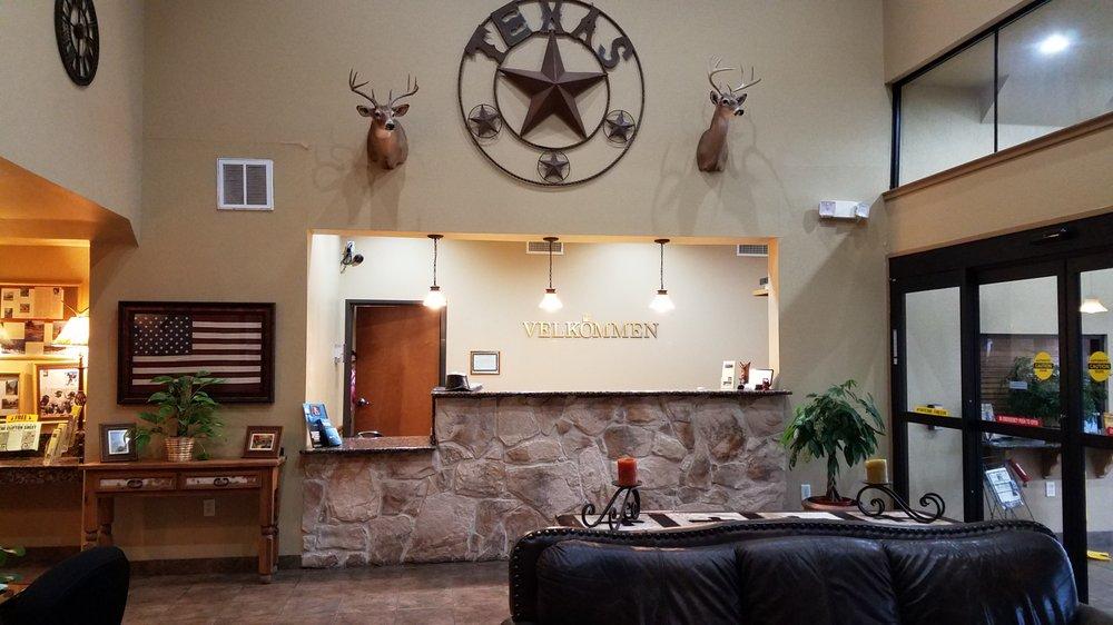 Velkommen Inn: 1215 N Avenue G, Clifton, TX