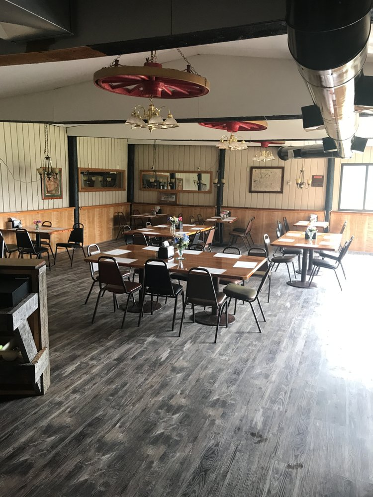 Jerry's Bar & Restaurant at Meadow Creek Golf Course: 205 1st St S, Fortine, MT