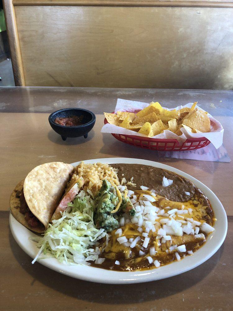 Taqueria Las Comales: 2106 N Travis Ave, Cameron, TX