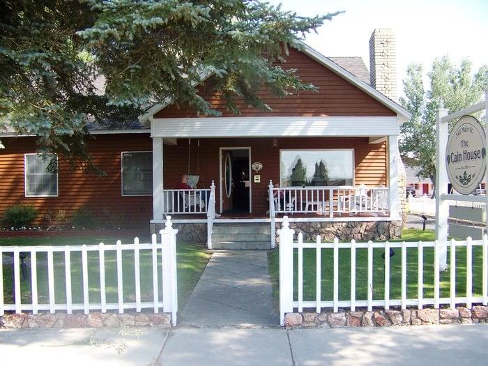 The Cain House: 340 Main St, Bridgeport, CA