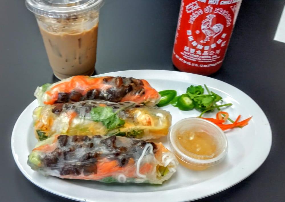 Bun Mee Phan 124 Photos 140 Reviews Vietnamese 4244 N Oak Trafficway Kansas City Mo Restaurant Reviews Phone Number Yelp