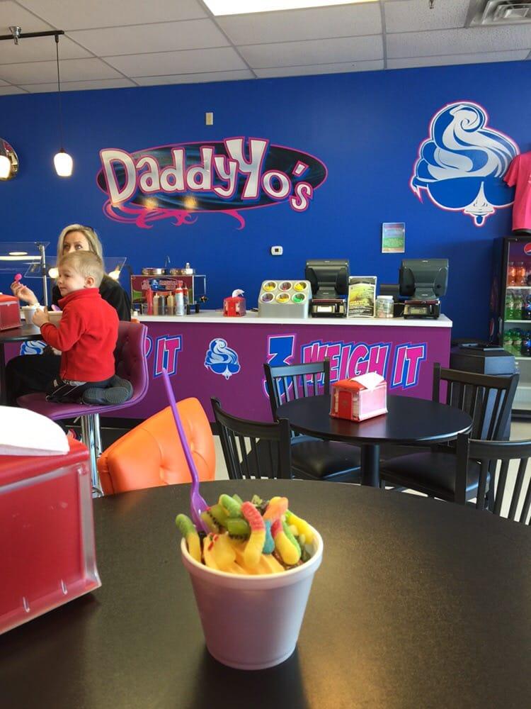 Daddy Yo's Frozen Yogurt: 399 Campbellsville Bypass, Campbellsville, KY
