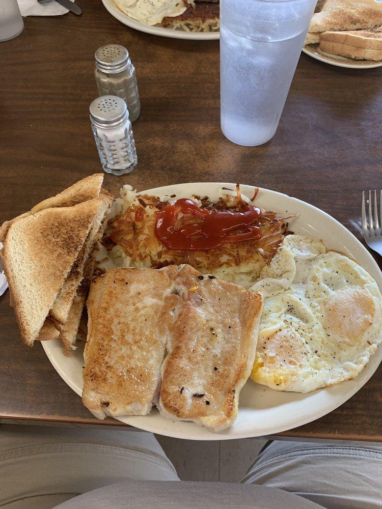 KJ's Cafe: Hwy 183 & 136, Alma, NE
