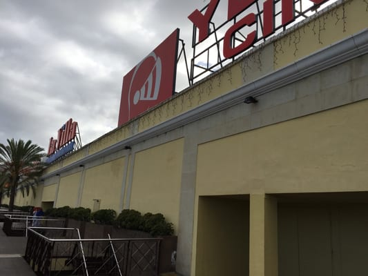 Centro comercial la villa shopping centers autopista - Centro comercial illa ...
