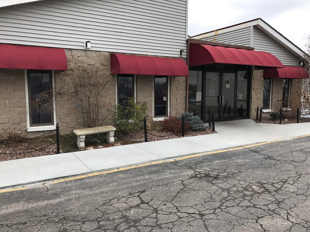 Gladstone Animal Clinic: 7027 N Oak Trfy, Kansas City, MO