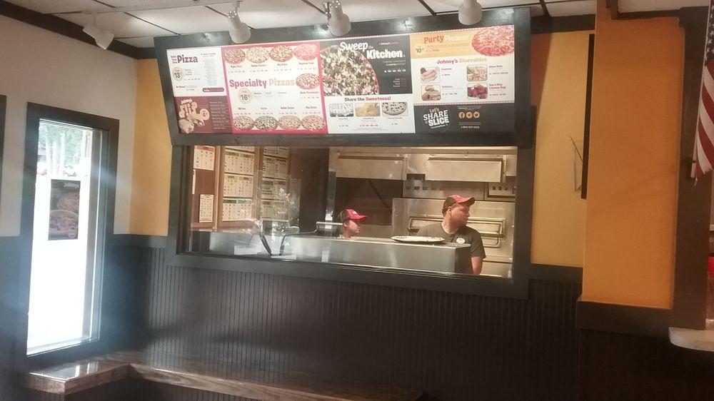 Johnny's Pizza House: 1322 Highway 80 E, Calhoun, LA