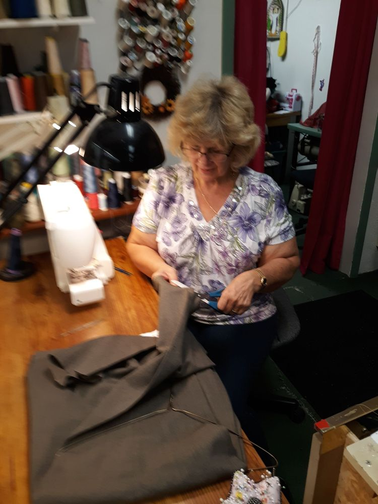 Alterations By Special Stitches: 9 Entrance Dr, Johnstown, PA
