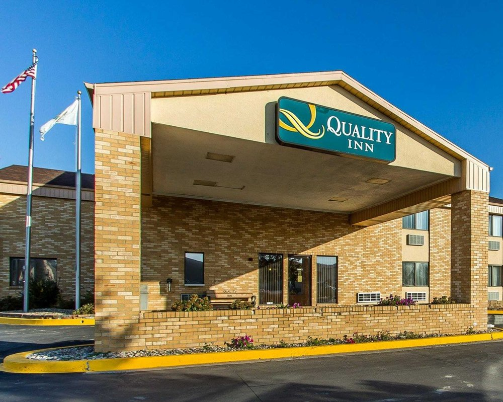 Quality Inn - 17 Photos - Hotels - 3051 Kirkwood, Burlington, IA ...