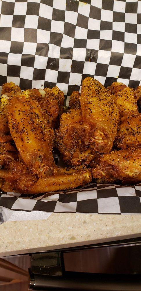 Roco's Hot Wings: 104 Sandy Oaks Lp, Bastrop, TX