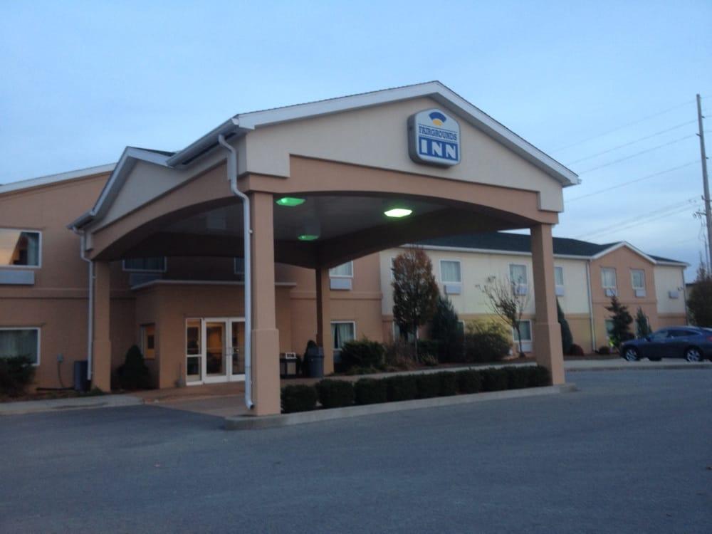 Fairgrounds Inn: 1520 S Washington St, Du Quoin, IL
