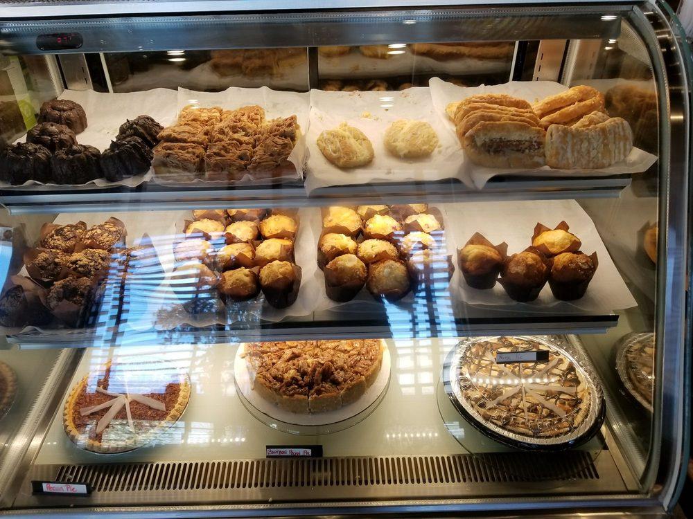 This & That Café: 700 St John's Ave, Palatka, FL