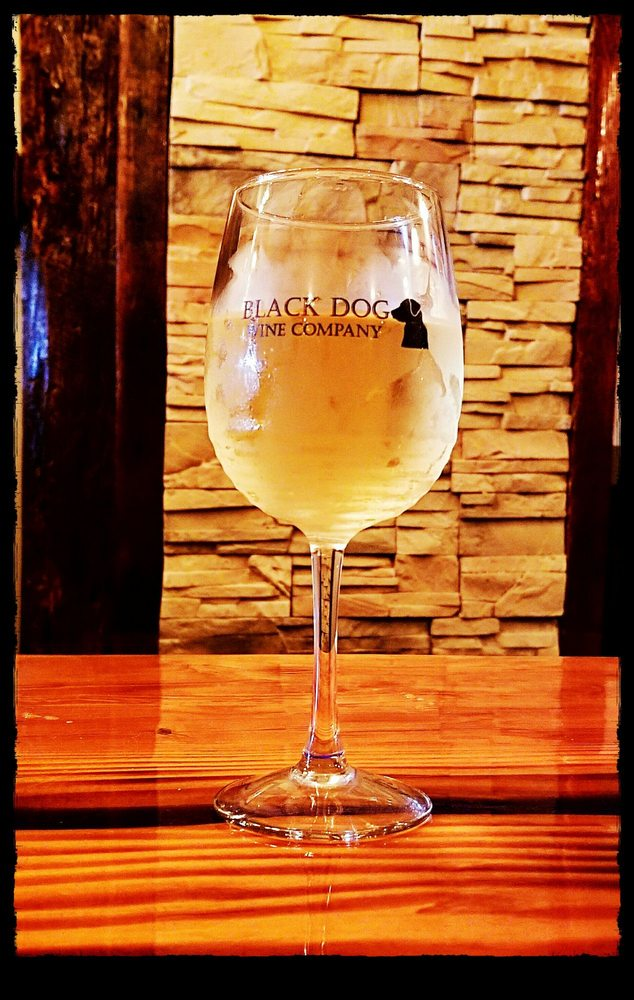 Black Dog Wine Company: 7425 Steubenville Pike, Oakdale, PA