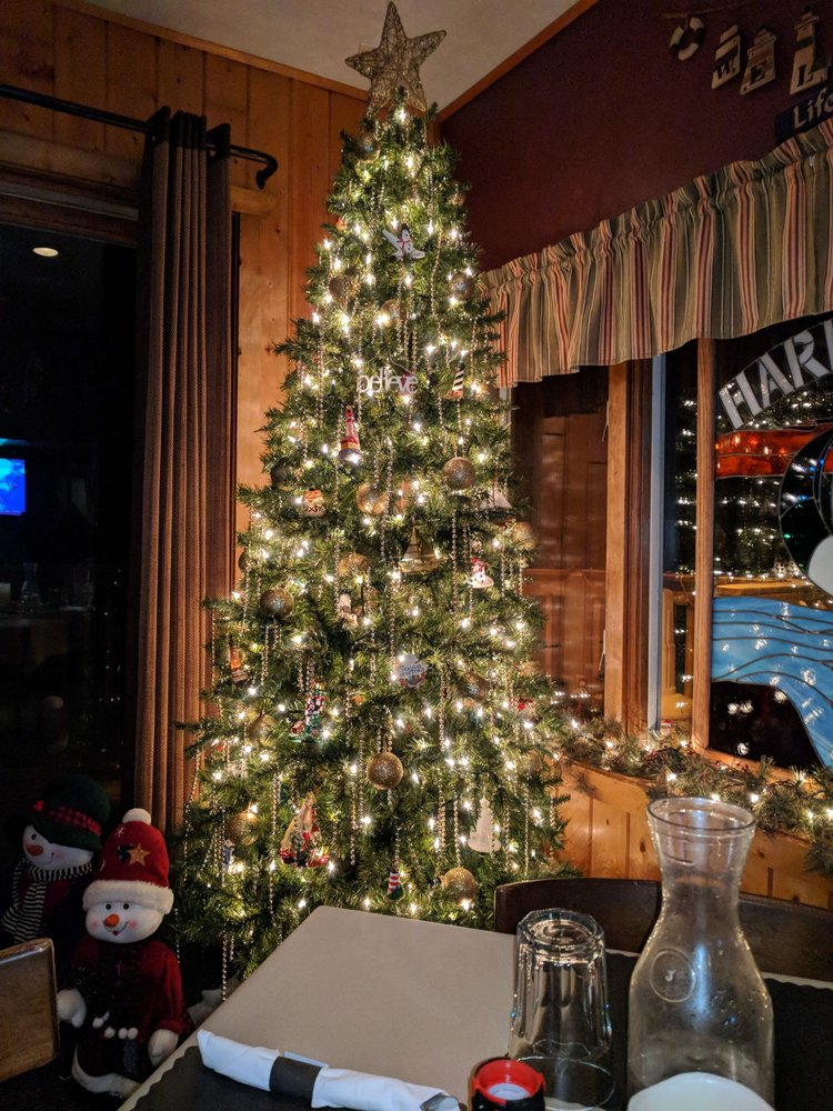 Harbor View Pub & Eatery: 1094 N Lake Ave, Phillips, WI