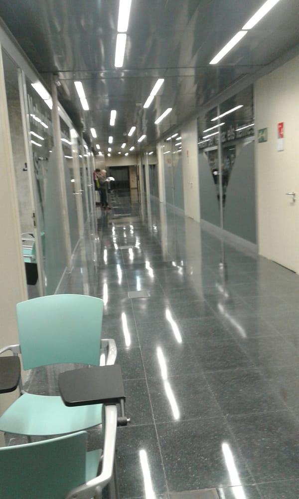 Barcelona activa 10 fotos servicios educativos for Oficina ups barcelona