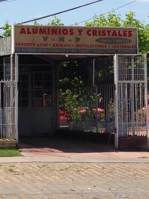 Aluminios y cristales v h p materiales de construcci n for Aluminios y cristales