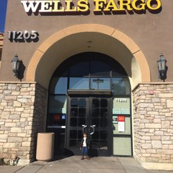 Wells Fargo Bank - 26 Reviews - Banks & Credit Unions