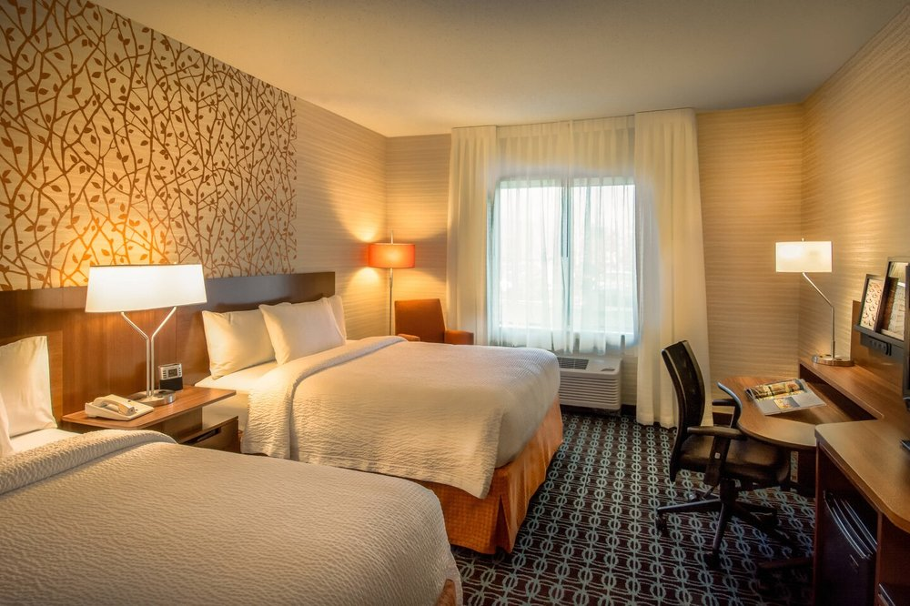 Fairfield Inn & Suites by Marriott at Dulles Airport: 23000 Indian Creek Dr, Sterling, VA