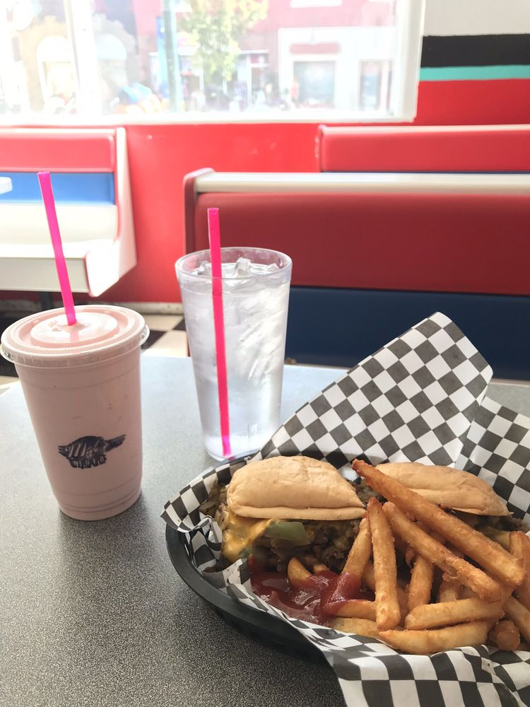 Mal's Diner: 218 A St West, Vale, OR