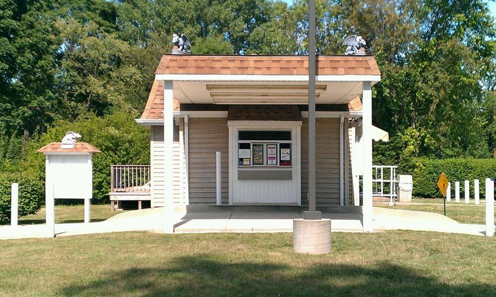 Castle Custard: 7334 W Lake Rd, Fairview, PA