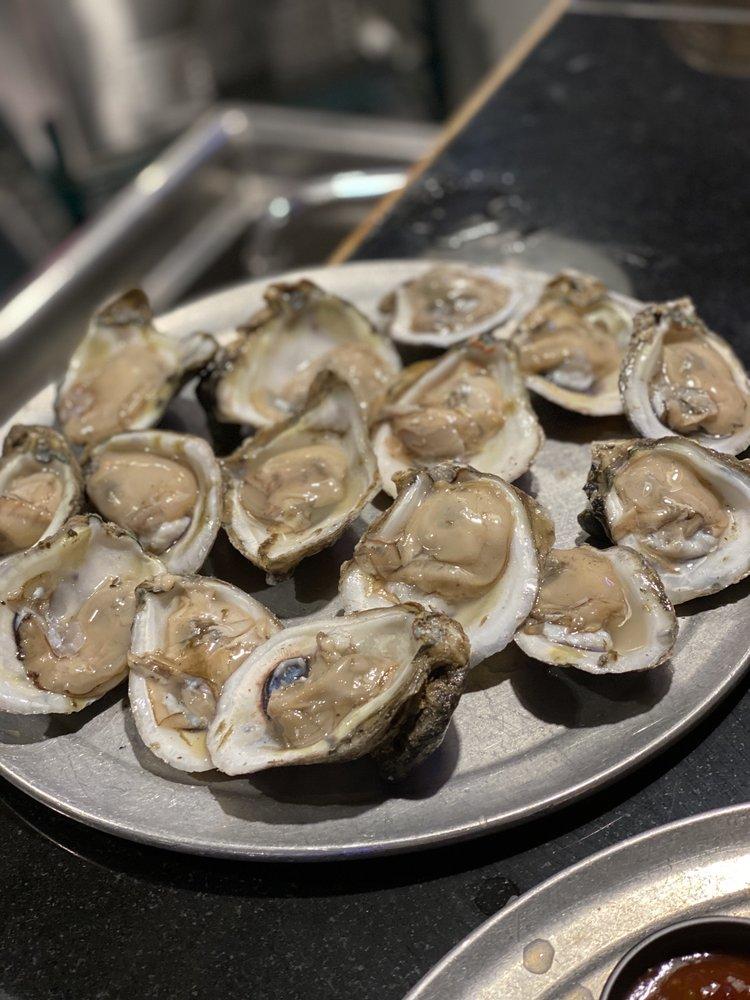 The Full Moon Oyster Bar - Jamestown: 103 W Main St, Jamestown, NC