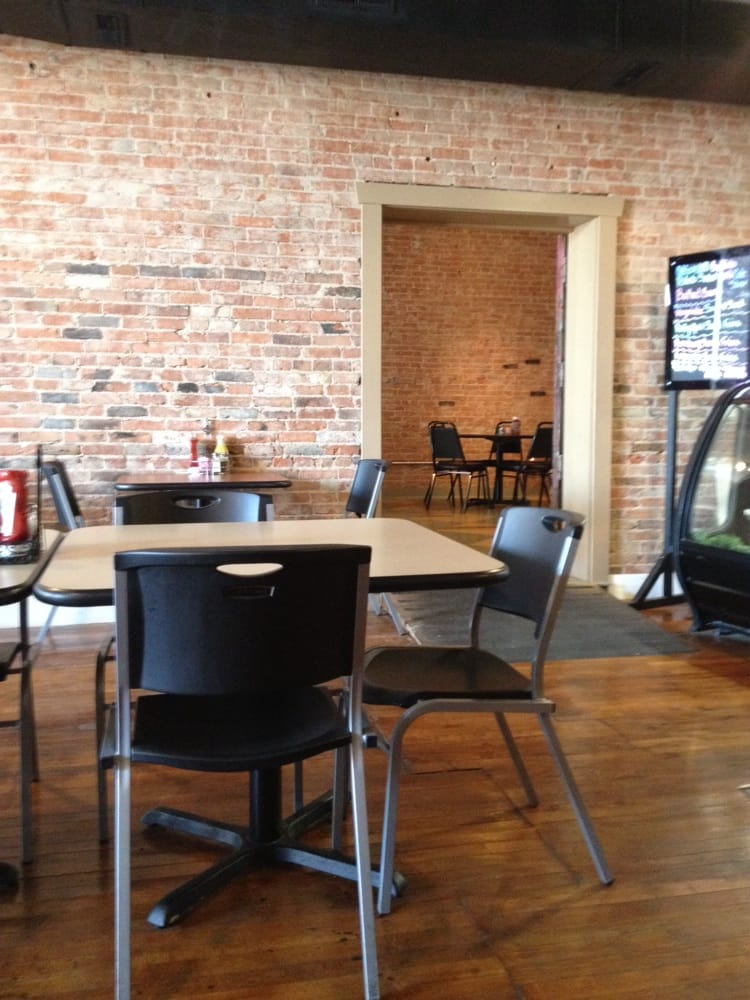 Courtyard Cafe & Bakery: 128 E Adams St, Pittsfield, IL