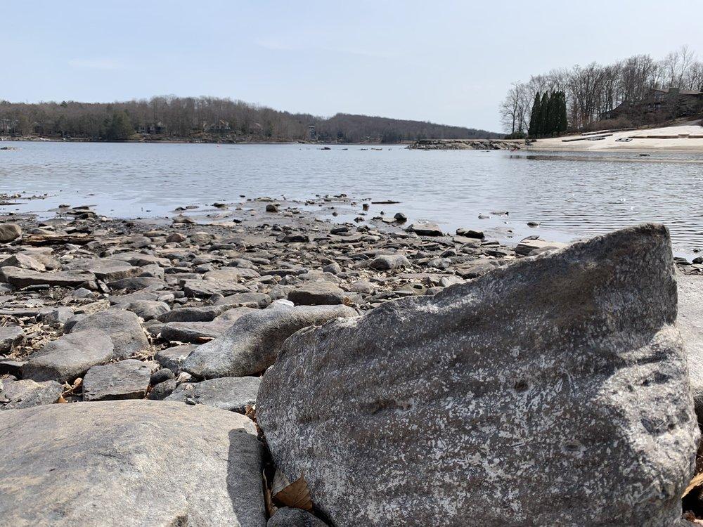 The Hideout: 37 Lakeview Dr, Lake Ariel, PA