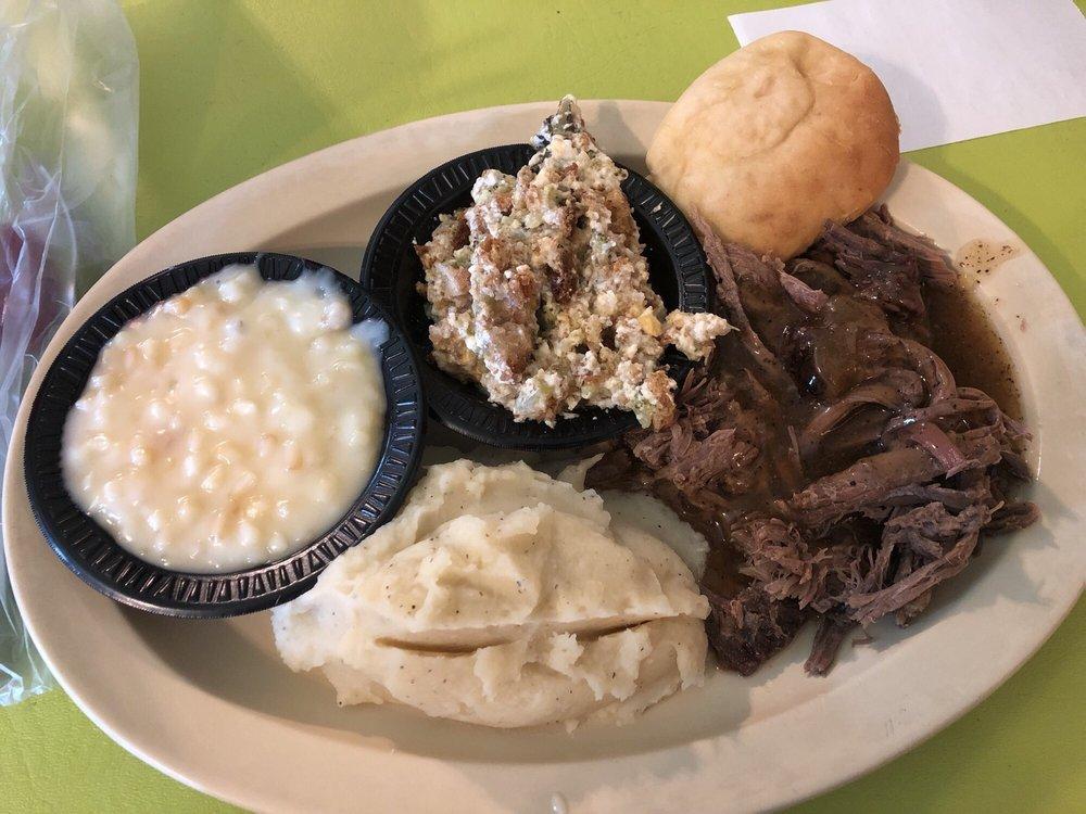 Farmhouse Restaurant: 1201 Ohio Ave, Etowah, TN