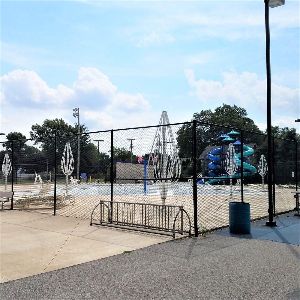 Robert Batton Park: 450 E Lincoln St, Kentland, IN