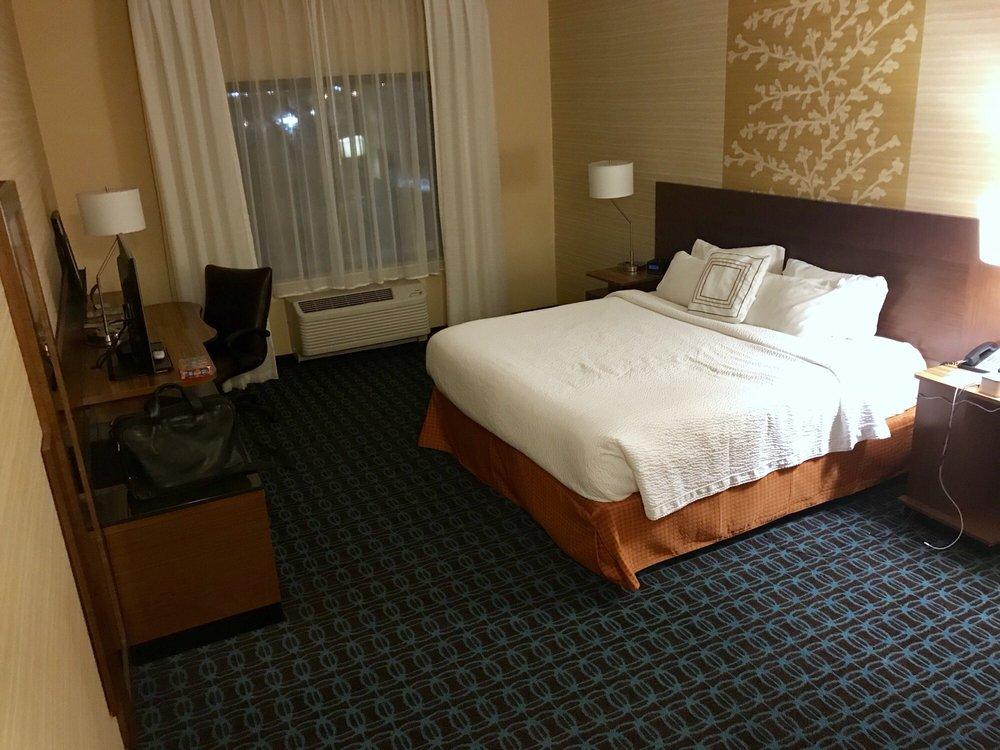 Fairfield Inn & Suites by Marriott St. Paul Northeast: 1125 E County Rd E, Vadnais Heights, MN