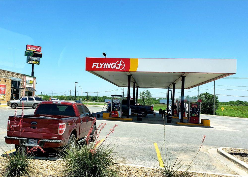 Flying J Travel Center: 921 N Interstate 35, Cotulla, TX