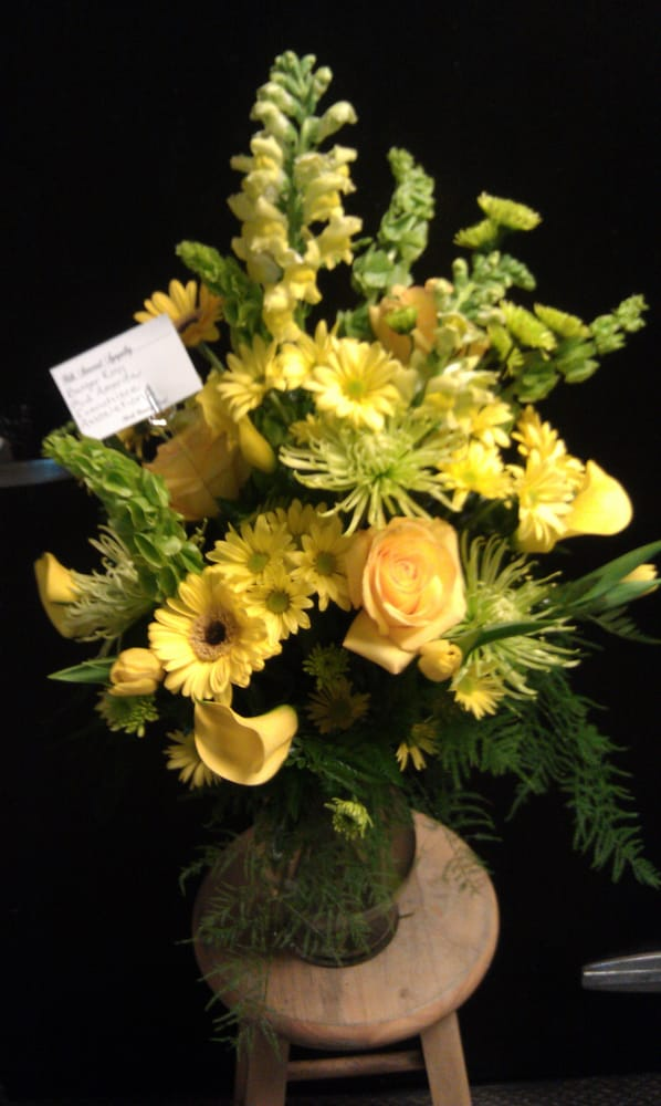 North Country Floral: 307 NW 6th St, Brainerd, MN