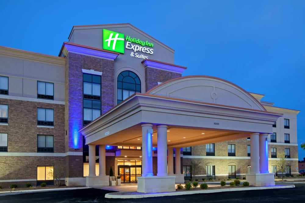 Holiday Inn Express & Suites Columbus Edinburgh: 12225 N Executive Dr, Edinburgh, IN