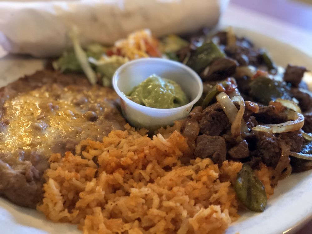 Alfredo's Restaurant: 1000 S Cedar St, Pecos, TX