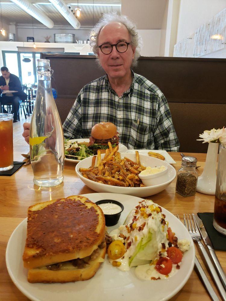 Prairie Canary Restaurant & Bar: 924 Main St, Grinnell, IA