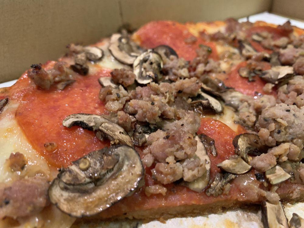 Ocean Front Pizza: 156 1/2 Ocean Front Ave, Cayucos, CA