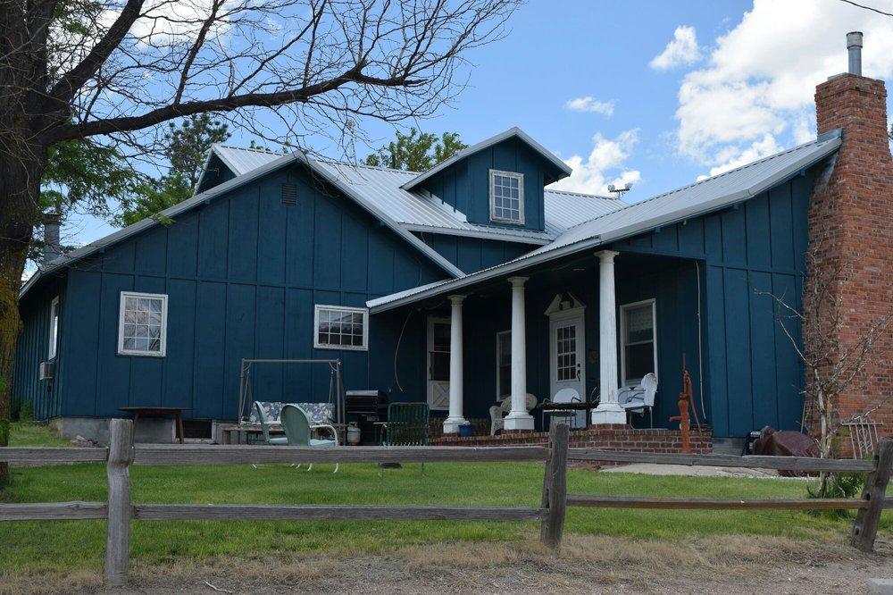 Blue Colonial Bed & Breakfast: 71609 Rd 359, Trenton, NE