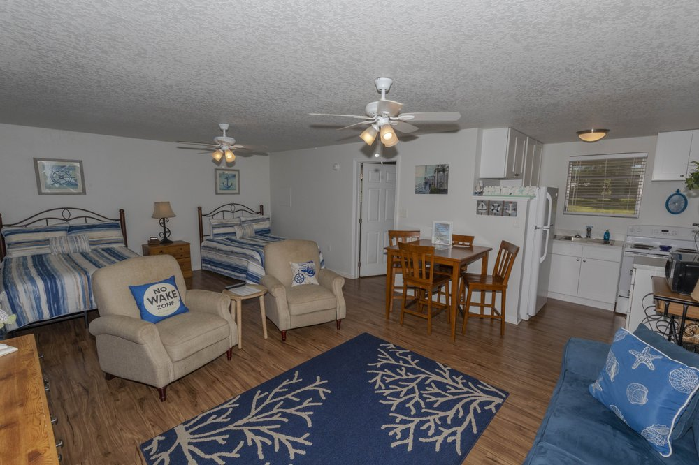 Kings Bay Lodge: 506 NW 1st Ave, Crystal River, FL