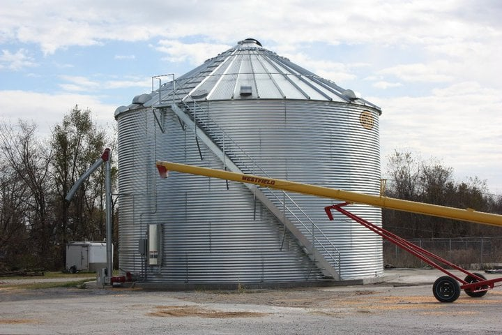 Centerville Produce & Feed: 1209 S 18th St, Centerville, IA