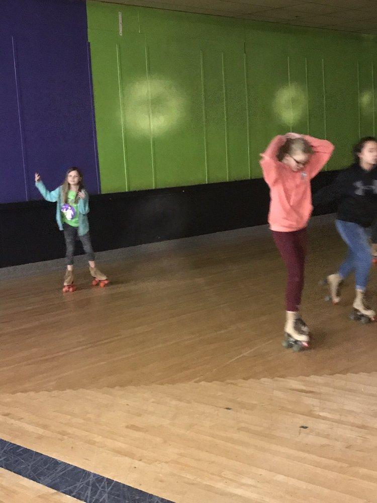 Hall's Skateland: 152 Adwolfe Rd, Marion, VA