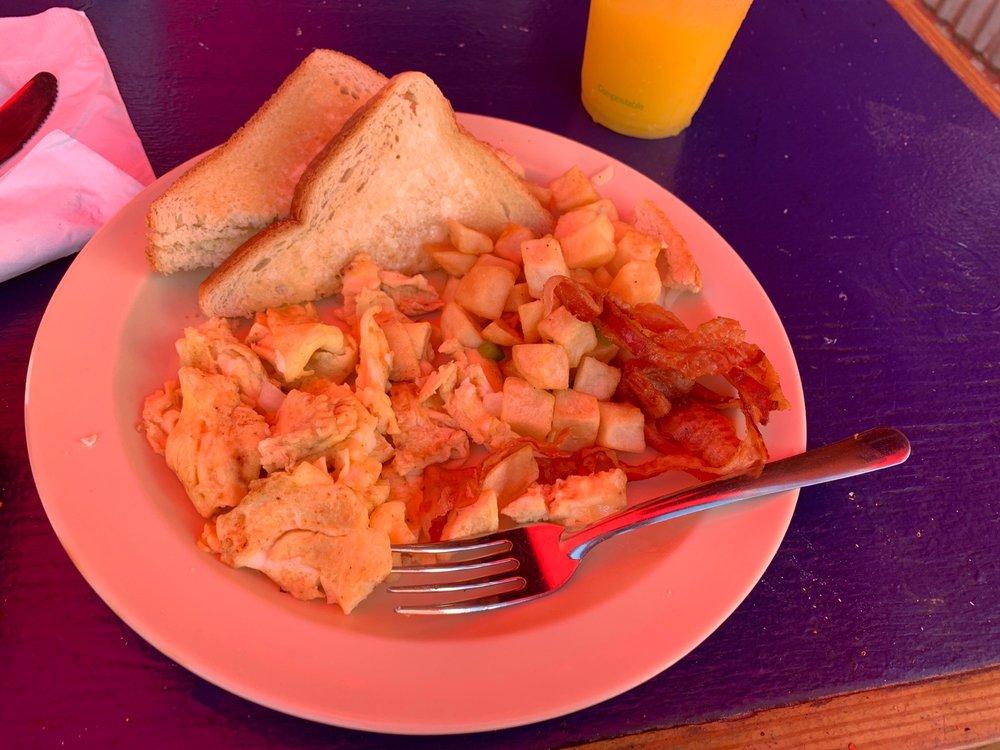 Lazy Jack's Bar & Pizza: Calle Orquídeas 61A, Vieques, PR