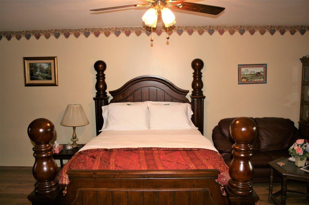 Susan's Cottages: 7107 Bayou Rapides Rd, Alexandria, LA