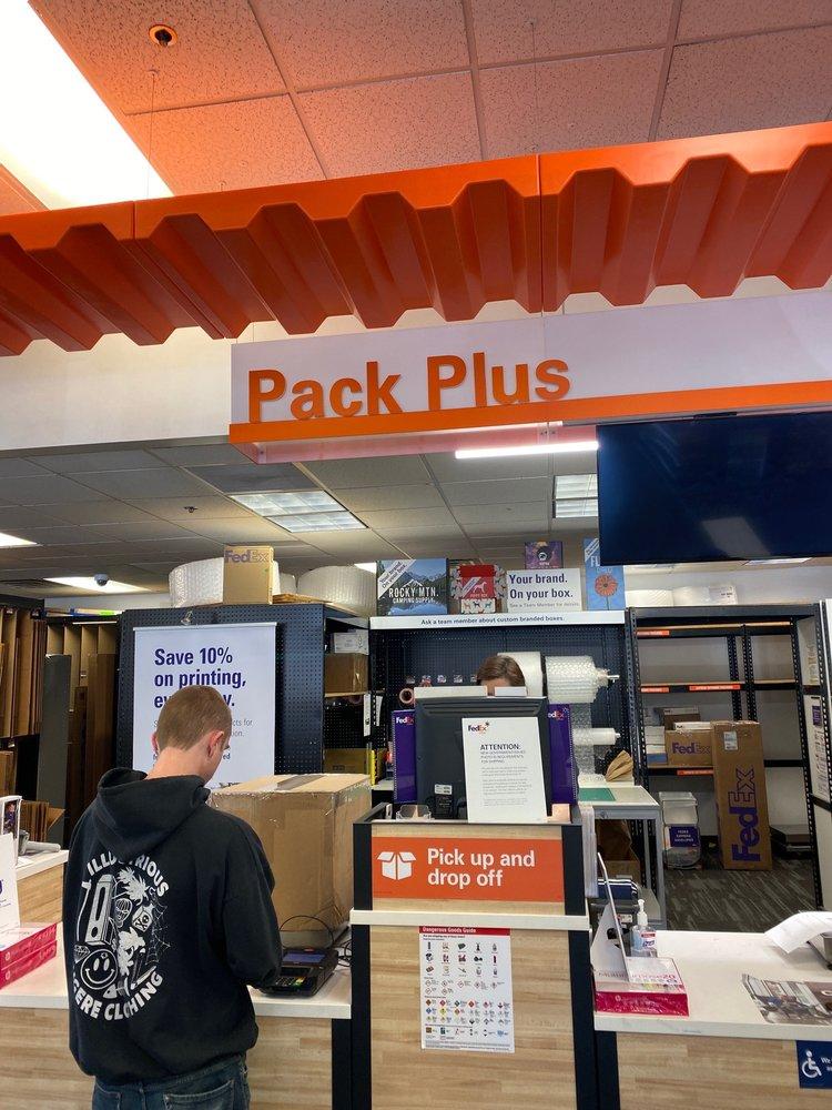 FedEx Office Print & Ship Center: 15545 Los Gatos Blvd, Los Gatos, CA