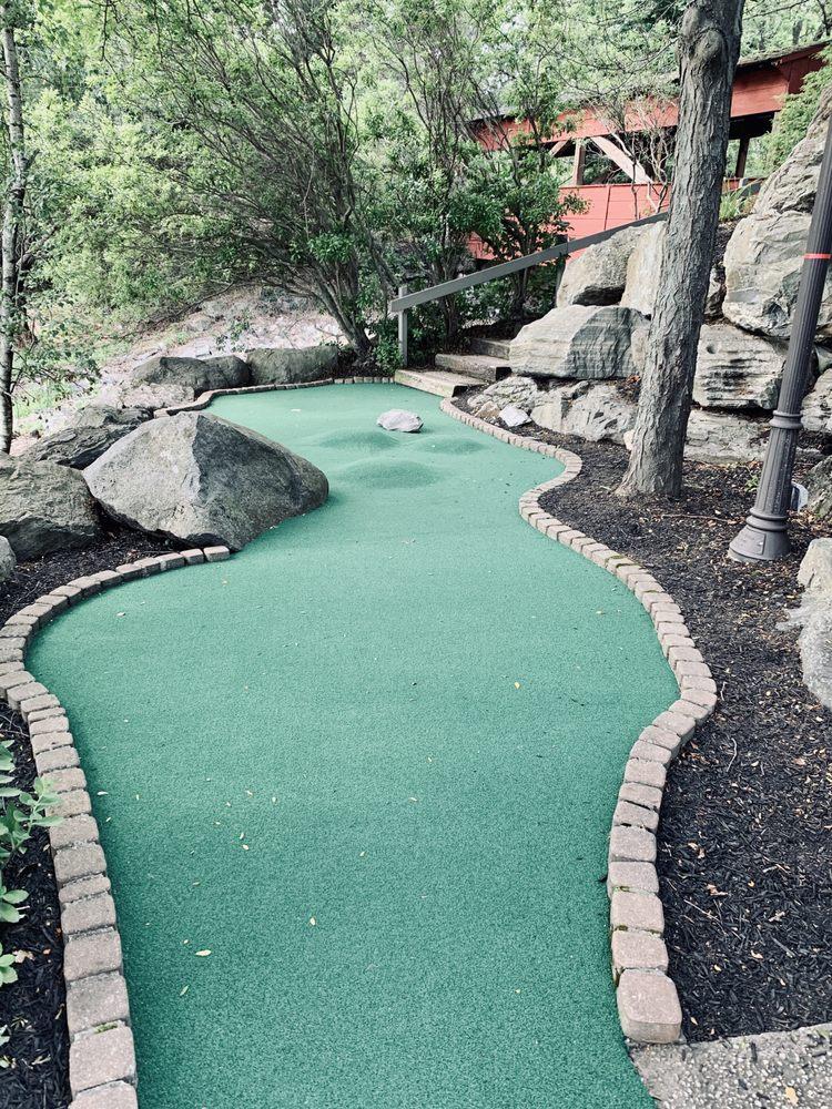 Boulders Miniature Golf: 312 Primrose Ln, Mountville, PA