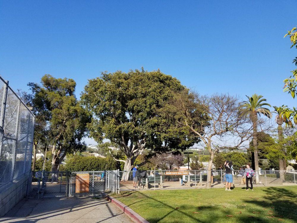 Joslyn Park: 633 Kensington Rd, Santa Monica, CA